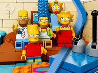 MUÑECO SIMPSONS SÍMIL LEGO. Homero, Bart, Lisa, Maggie, Marge o Flanders. - Descontate