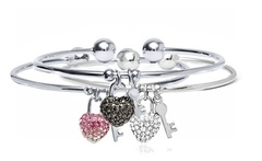 Bracciale modello bangle Love Key con charms e cristalli di Swarovski disponibile in 5 colori - Groupon