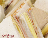 Docena de Sandwiches Triples Son de jamon y queso