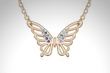 $299 en vez de $1,200 por collar Gold Butterfly hecho con SWAROVSKI ELEMENTS con envío. Elige color - Groupon