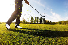18 Holes of Golf – 4 De Vere Venues inc. Wychwood! £29.99 instead of up to £100 for 18 holes of golf for two people, £39.99 for three or £49.99 for four with De Vere Venues - choose from four locations and save up to 70% - wowcher